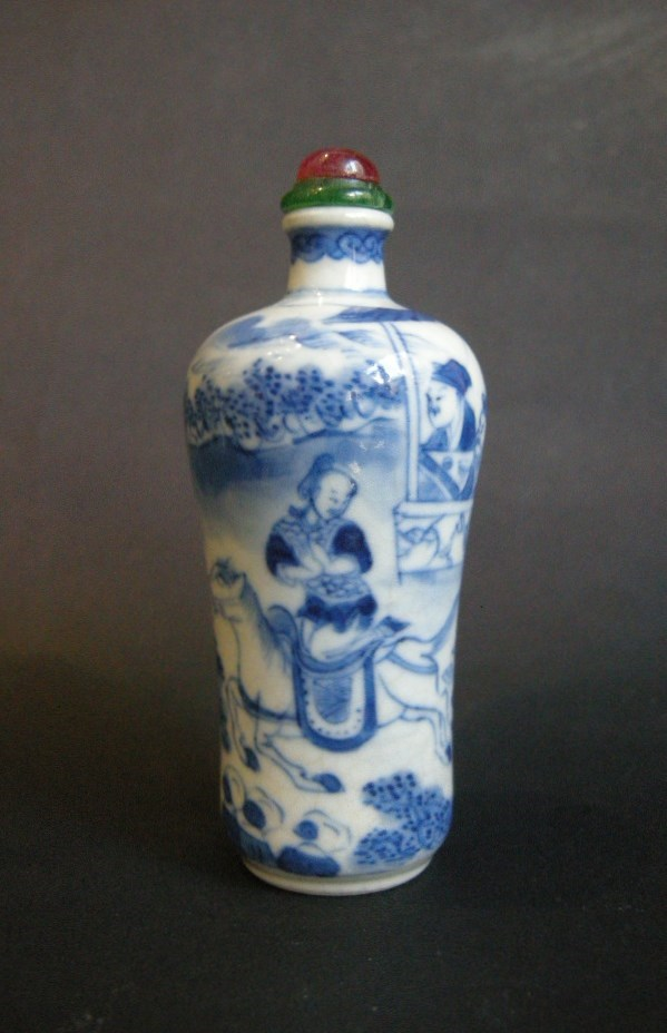 Snuff bottle porcelain underglaze blue decorated with a famous scene of novel