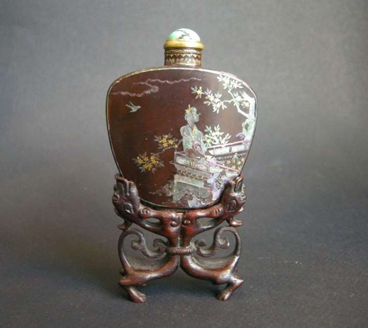 Superb and rare snuff bottle burgauté lacquer