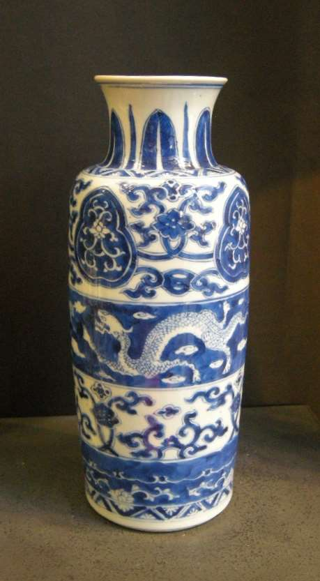 Vase  Blue and White porcelain  with Dragon