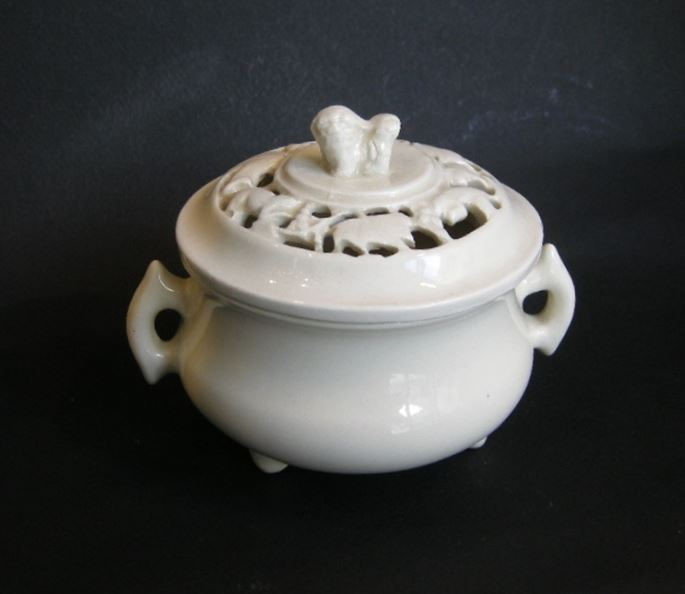 "Very rare censer ""blanc de chine"" with cover reticulated - Dehua kilns - Fujian province - Kangxi period 