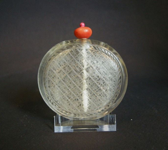 Very rare glass snuff bottle imiting the rock cristal | MasterArt