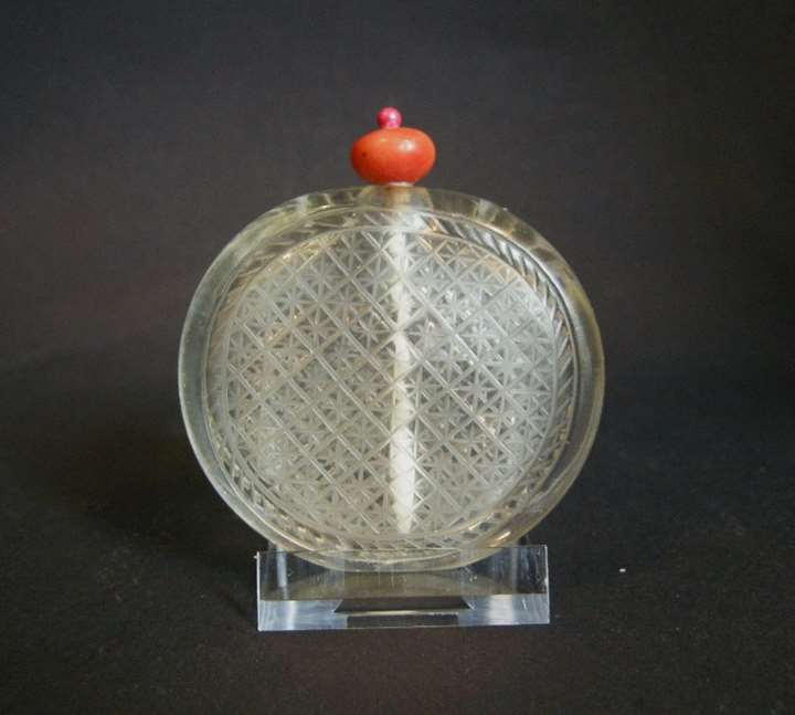 Very rare glass snuff bottle imiting the rock cristal