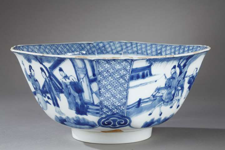 "Bowl quadrangular shape ""blue and white"" porcelain - decorated with figures in a pavillon and  figures and horse in landscape - Kangxi period"