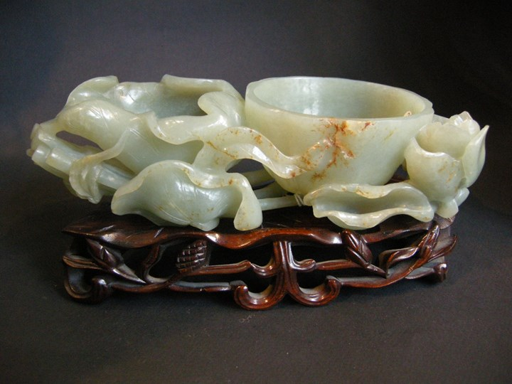 Brushwasher nephrite Jade sculpted in Lotus shape