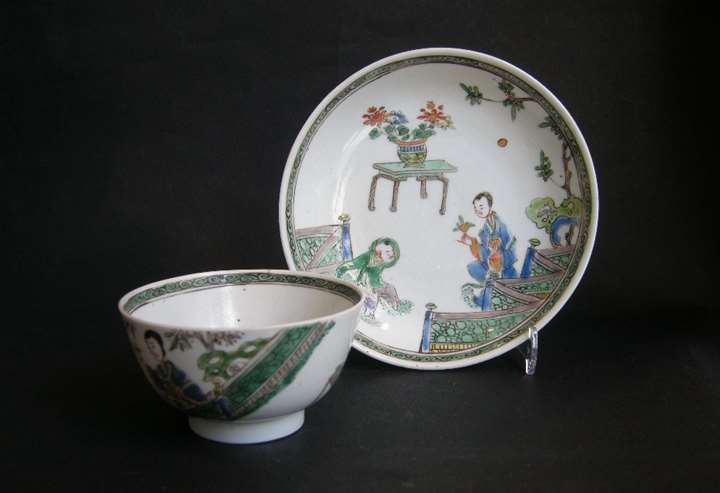 "Cup and saucer ""famille verte"" porcelain (of a pair)"