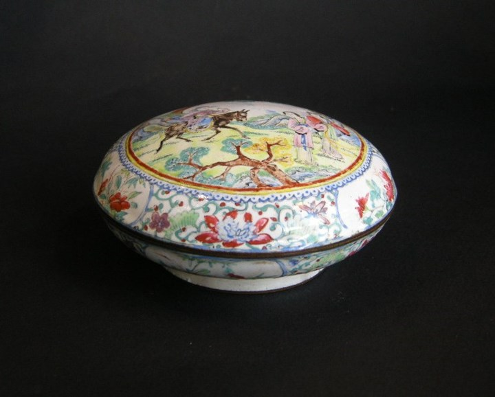 "Enamelled box ""canton"" decorated with figures and horse"
