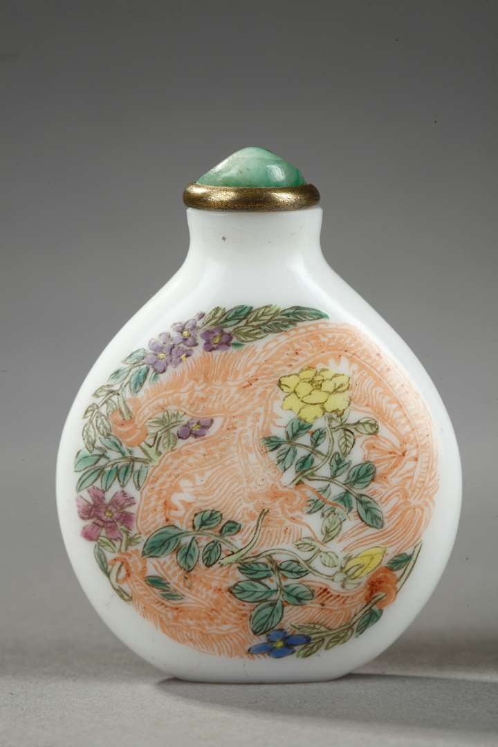 Glass enamelled snuff bottle