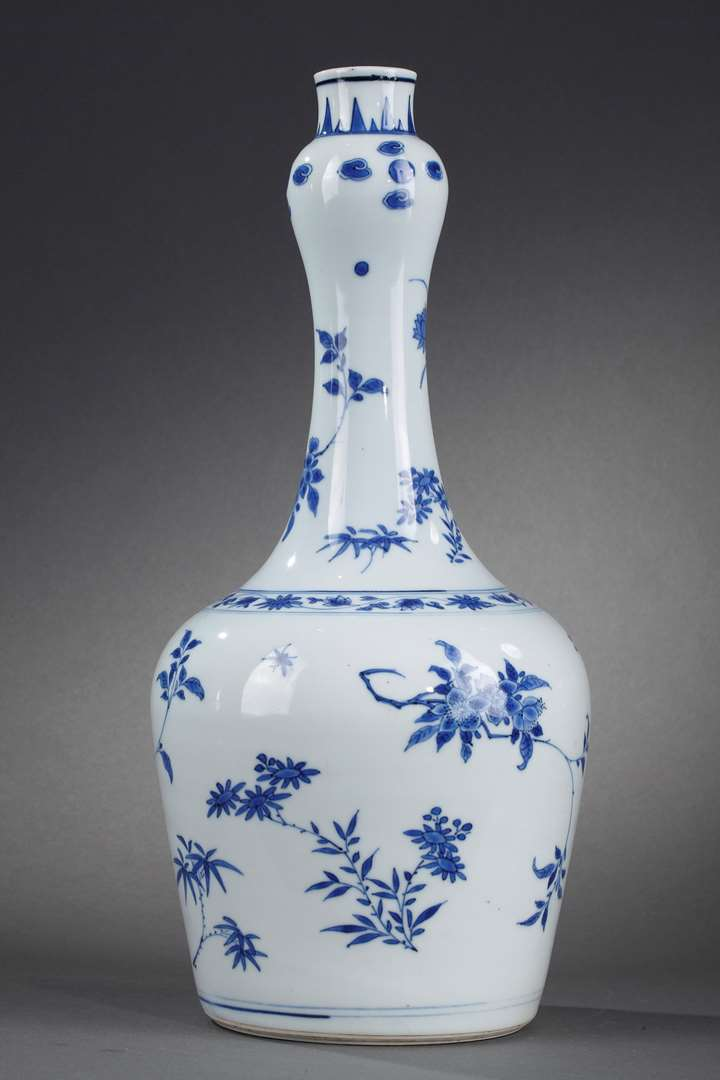 Large bottle porcelain blue and white painting with numerous flowers