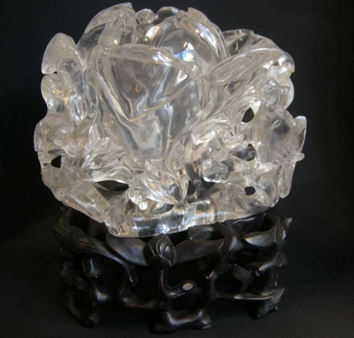 Large vase in rock Crystal sculpted a flower of magnolia shape