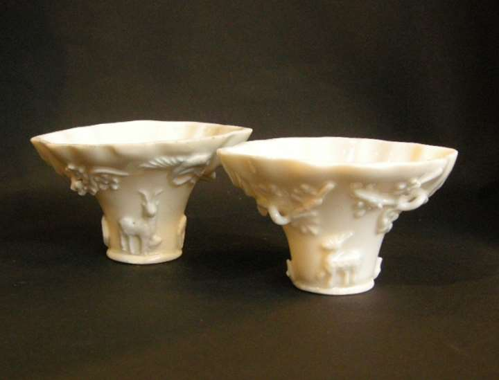 Pair of libation cups of rhinocéros horn form