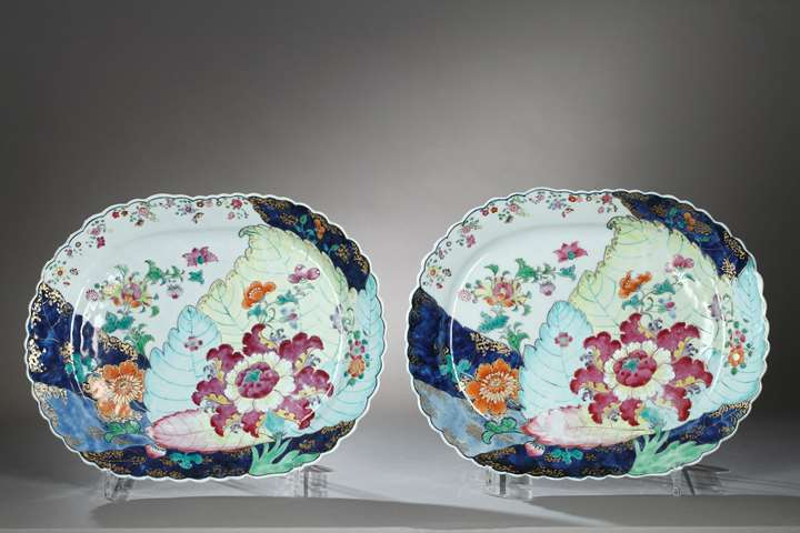 Pair porcelain dish with tobacco leaf decor