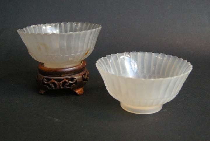Pair small cups in agate sculpted a flowers form
