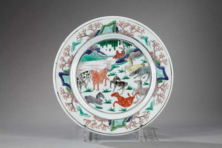Plate decorated with eight horses of Mu Wang Emperor - Kangxi period
