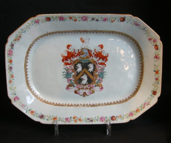 Porcelain dish chinese export decorated with armorial Skinner family - Qianlong period