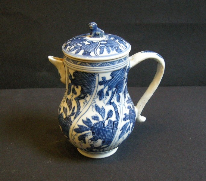 Porcelain ewer decorated in underglaze blue - Kangxi period