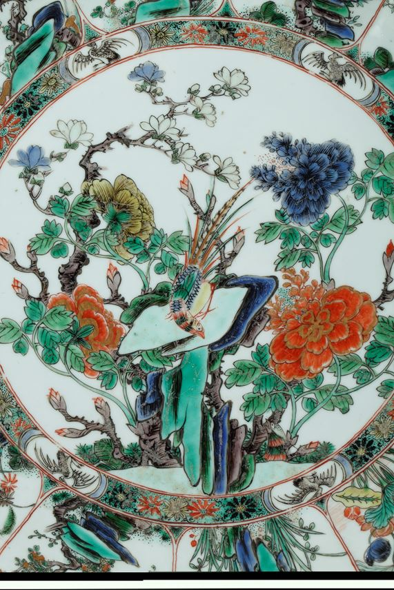 Porcelain famille verte dish very finely decorated with flowers and birds- Kangxi period | MasterArt