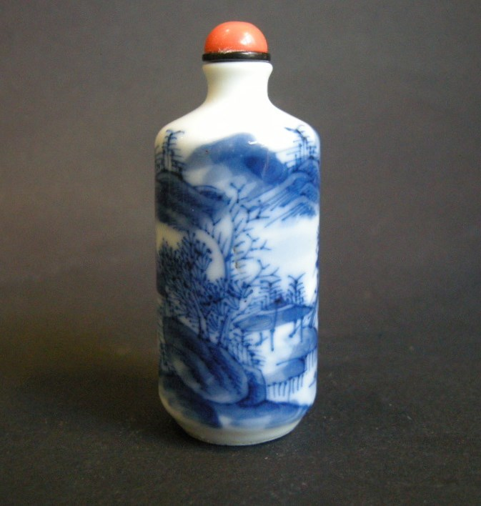 Porcelain snuff bottle blue and white decorated with landscape