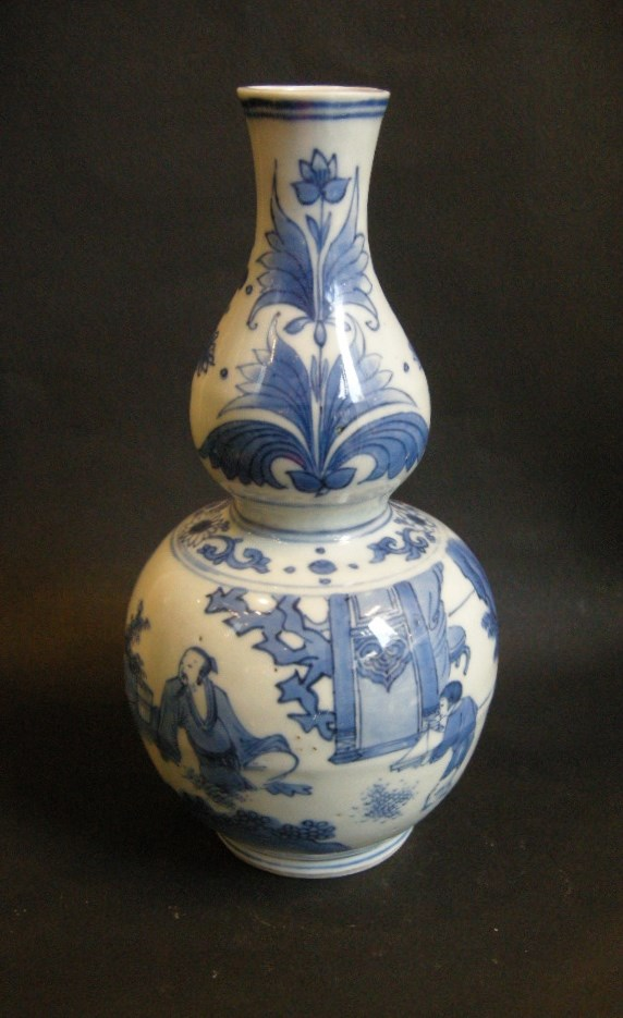 "Porcelain vase ""blue and white - transitional period"