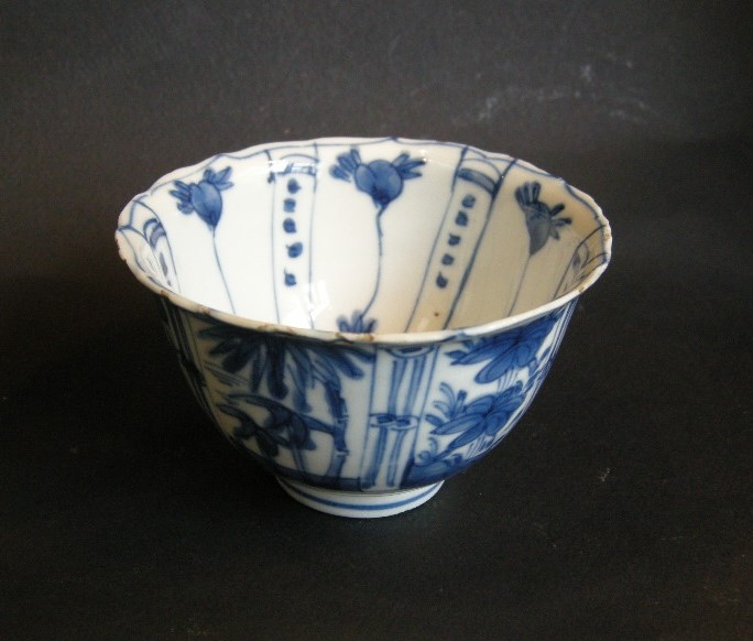 "Small bowl ""blue and white"" porcelain Klappmutz style; Ming period"