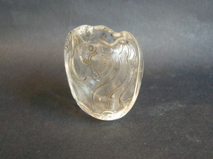 Small water bucket rock crystal sculpted with two bats | MasterArt
