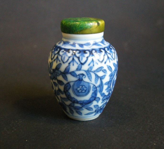Snuff bottle blue and white porcelain | MasterArt