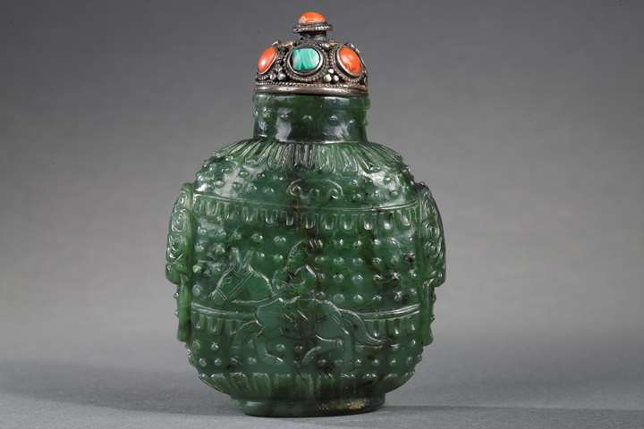 Snuff bottle jade nephrite spinach color