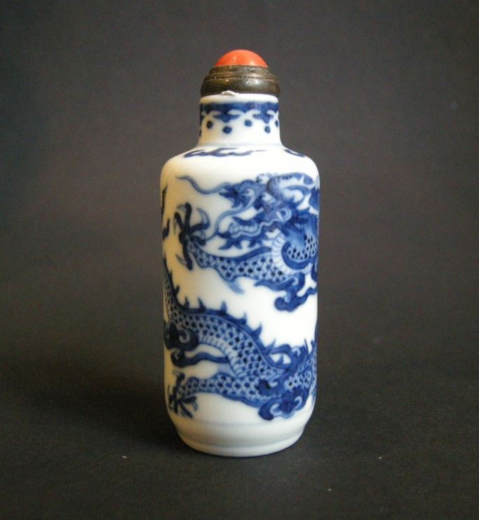 Snuff bottle porcelain blue and white painted in nice undergglaze blue with dragon and clouds | MasterArt