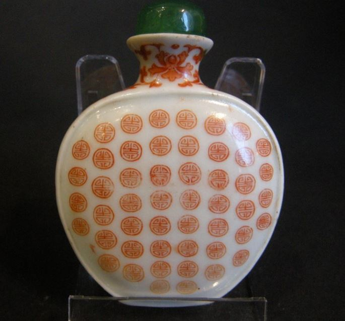 Snuff bottle porcelain ecusson shape decorated in iron red  with hundred shou (longevity)-Imperial workshop Mark Qianlong | MasterArt