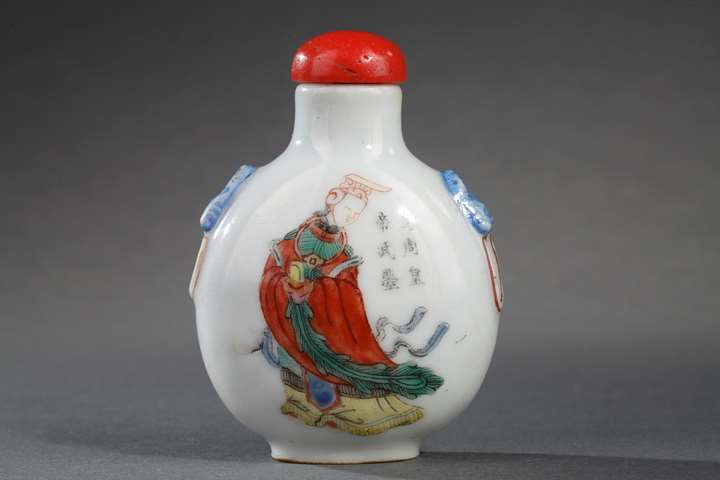 "Snuff bottle porcelain enamelled in polychrom  decorated with on a side Imperatrice of the Tang dynasty  ""  Wu Ze Tian ""  and other face with secretary general of the palace ""Gong Liang ""Imperial kilns of Jingdezhen"