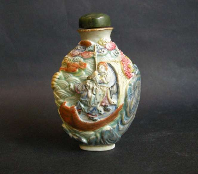 Snuff bottle porcelain molded and sculpted with the history of the legendary explorer Zhang Qian during a shipwreck