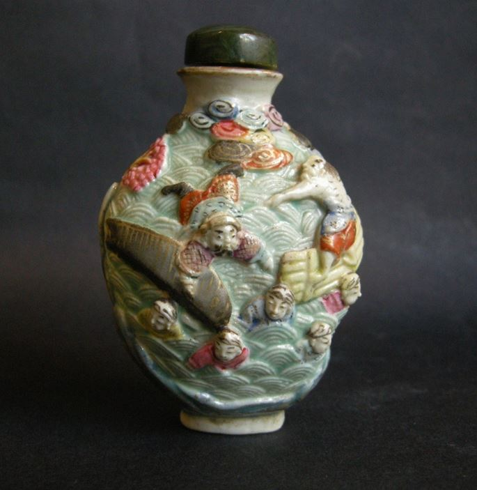Snuff bottle porcelain molded and sculpted with the history of the legendary explorer Zhang Qian during a shipwreck | MasterArt