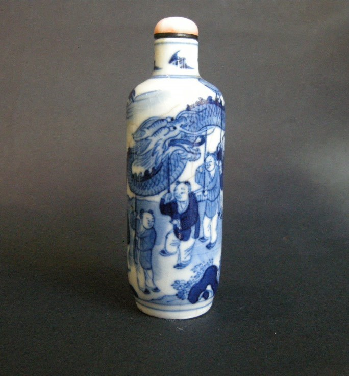 Snuff bottle porcelain soft paste underglaze blue showing the dragon celebrating for numerous childrens - SOLD
