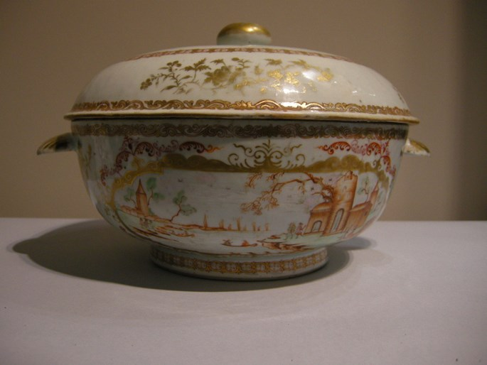 Soup tureen porcelain chinese export in Meissen style | MasterArt