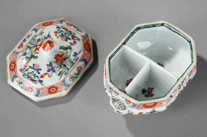 Spice box of occidental shape  chinese porcelain famille verte with European heads  - Kangxi period   SOLD | MasterArt