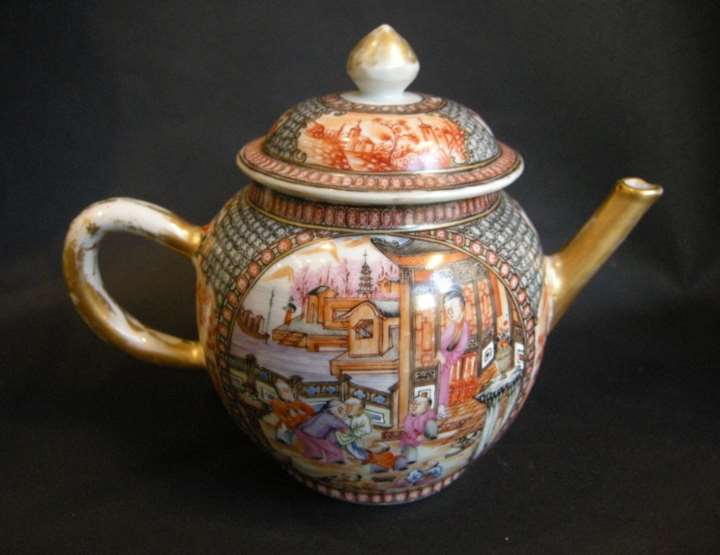 Tea pot famille rose porcelain