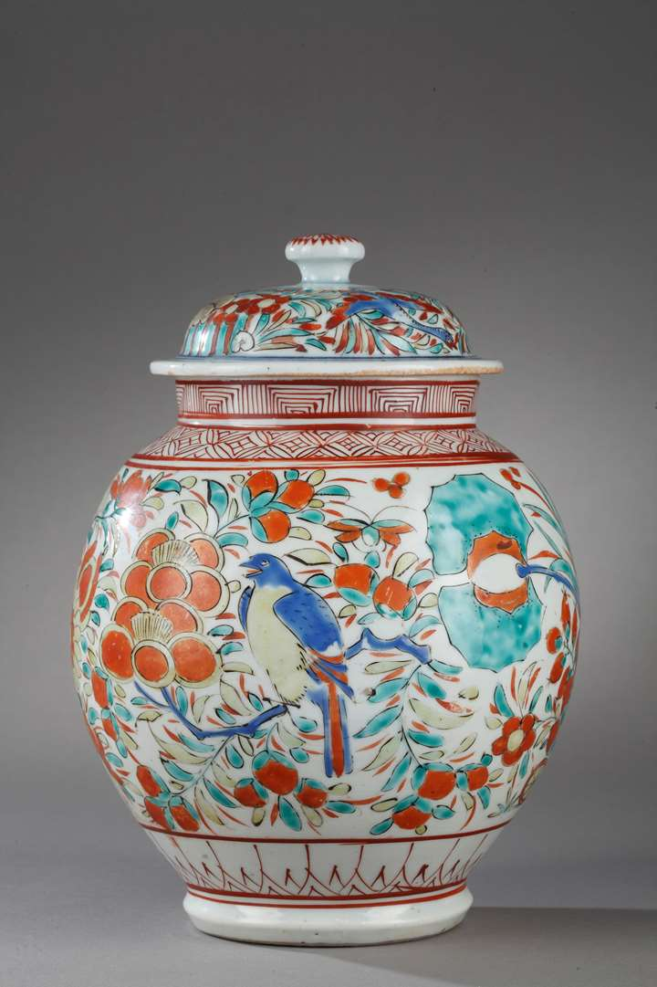 Vase and cover Arita early period - decorated with birds and flowers