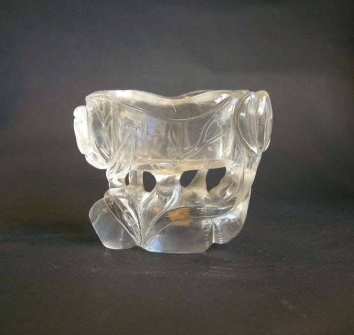 Water cup sculpted a lotus shape