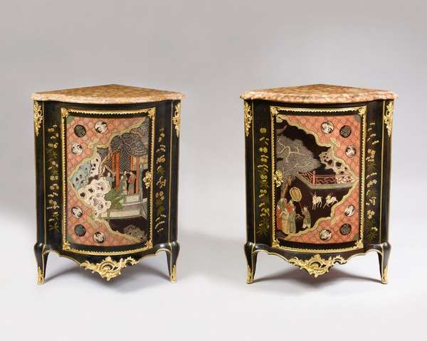 A FINE PAIR OF LOUIS XV COROMANDEL AND VERNIS MARTIN LACQUER ORMOLU-MOUNTED CORNER CUPBOARDS