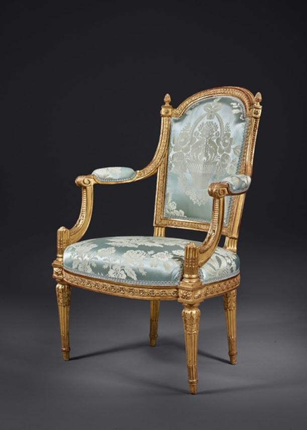 A FINE AND RARE SET COMPRISING TWO ARMCHAIRS AND TWO CHAIRS IN CARVED AND GILDED WOOD | MasterArt