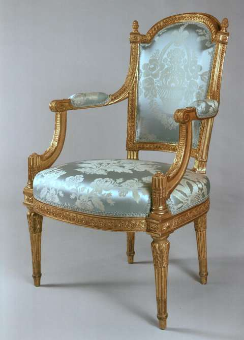 A FINE AND RARE SET COMPRISING TWO ARMCHAIRS AND TWO CHAIRS IN CARVED AND GILDED WOOD