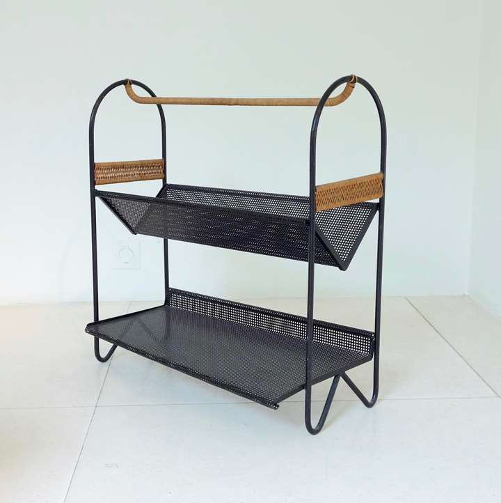 Table-magazine rack