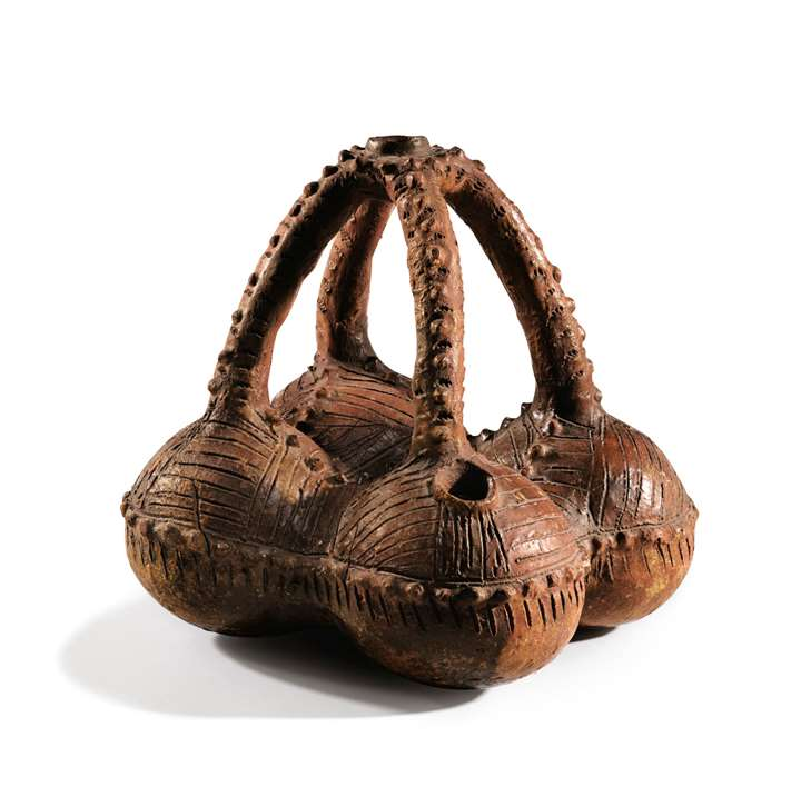 A Fijian water vessel, or saqa moli