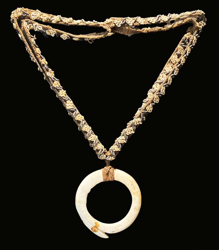 Korwar Mamberamo necklace