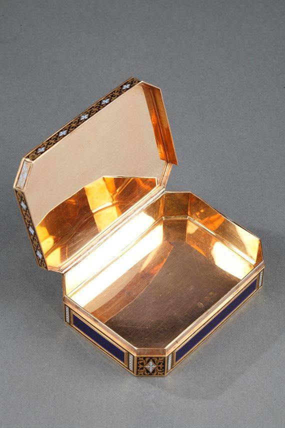 Gold and enamelled 18th century Swiss snuff-box. | MasterArt