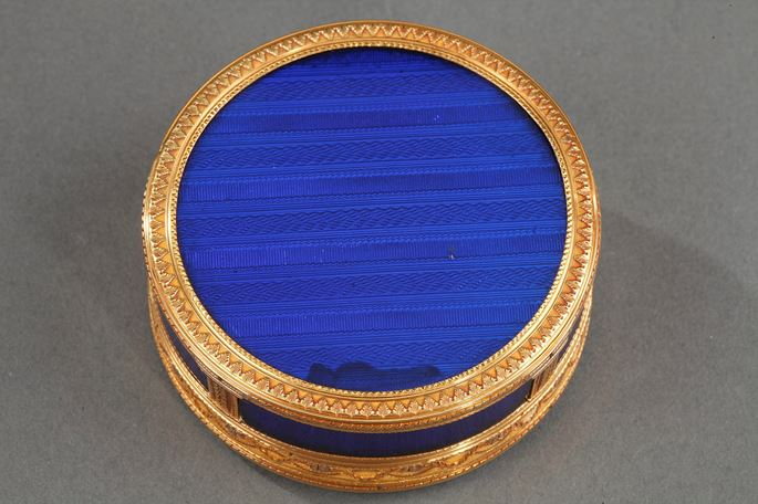 ROUND BONBONNIERE IN GOLD AND ENAMEL.FRENCH CRAFTSMANSHIP | MasterArt