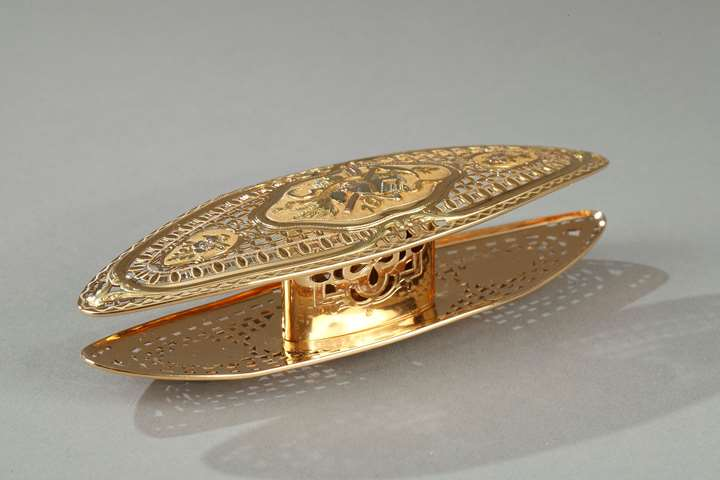 A Louis XV gold knotting shuttle.