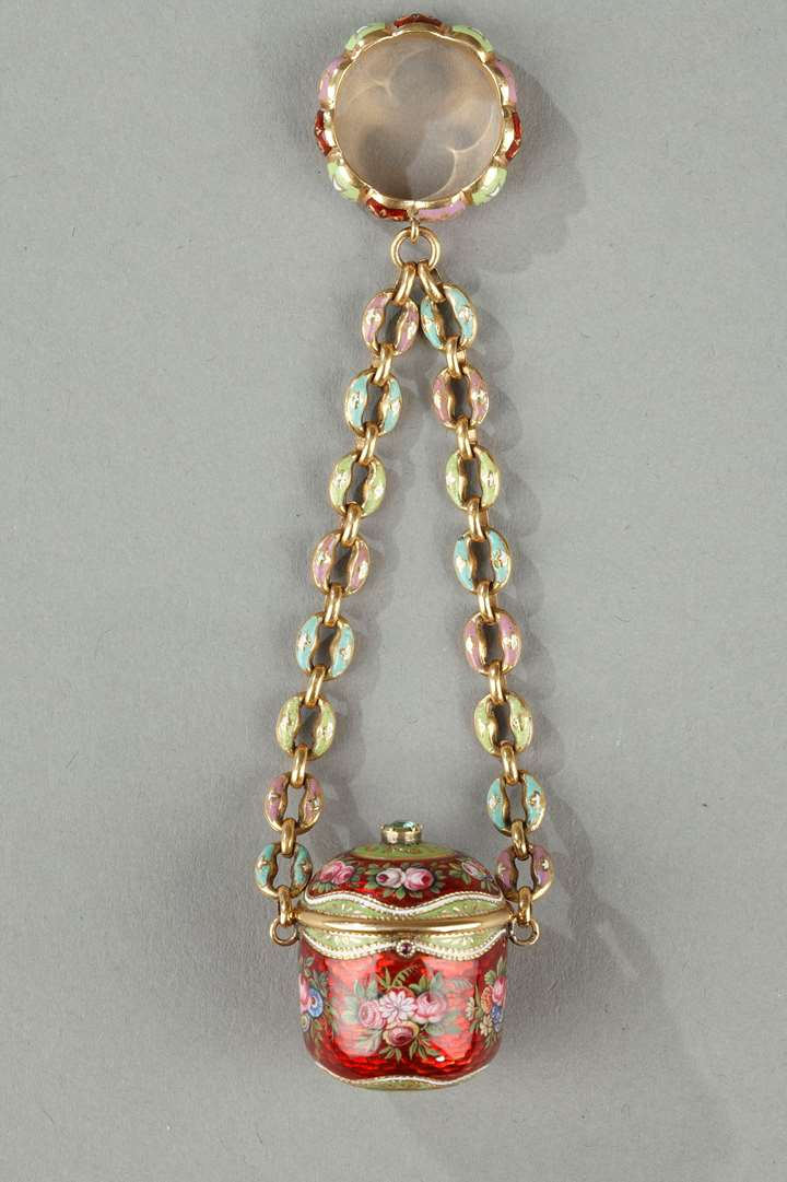 Gold and enamel vinaigrette, chain and ring