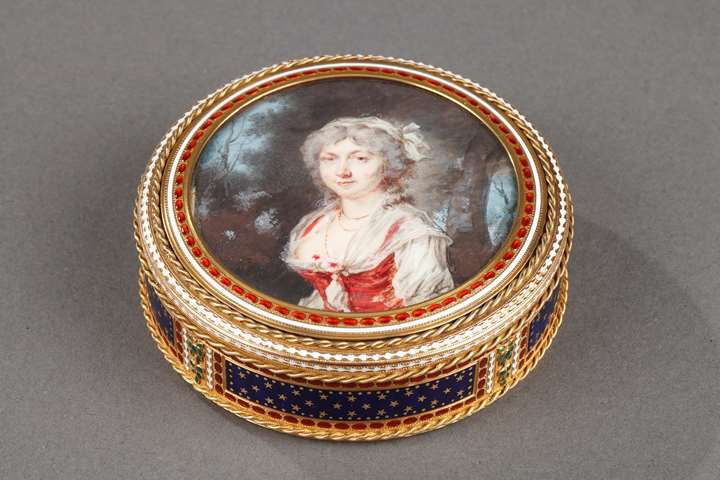 Gold and enamel bonbonniere with miniature on ivory