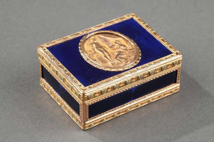 Gold and enamelled toiletries box