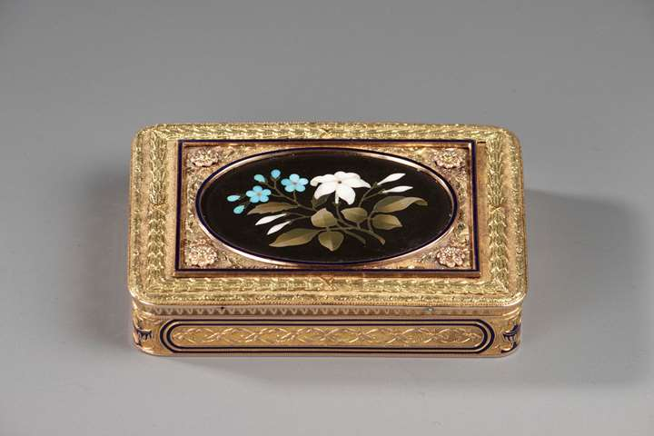 Hanau Gold Snuff Box with Pietra Dura Medallion